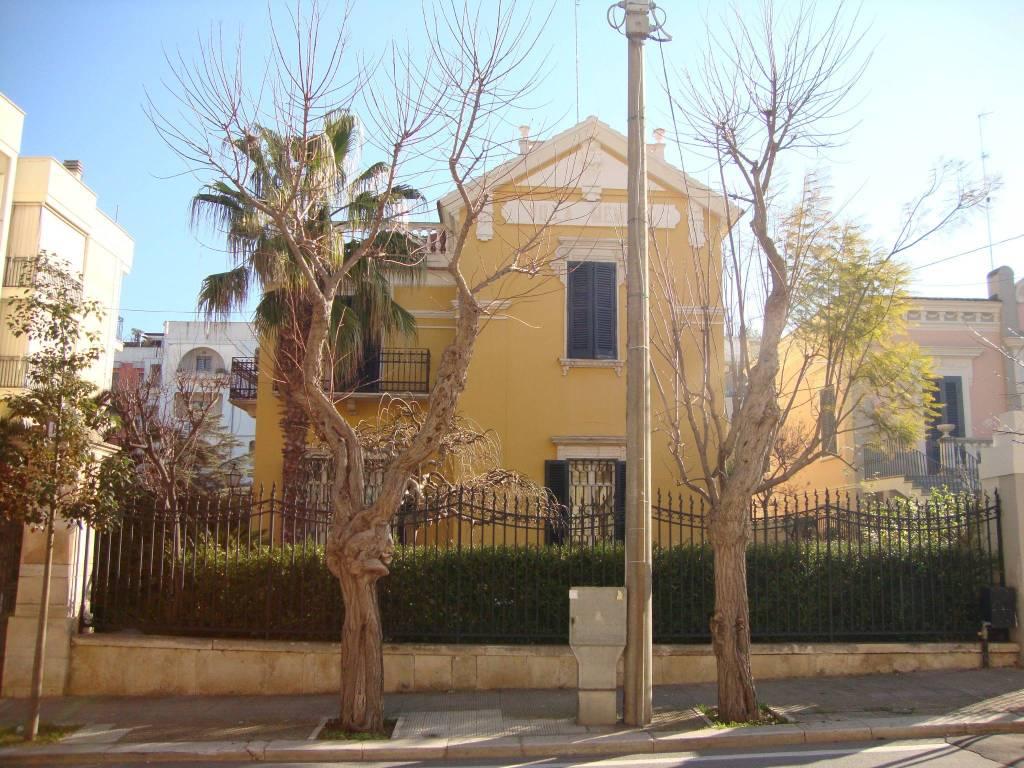 Villa in ottime condizioni arredato in affitto Rif. 7703385