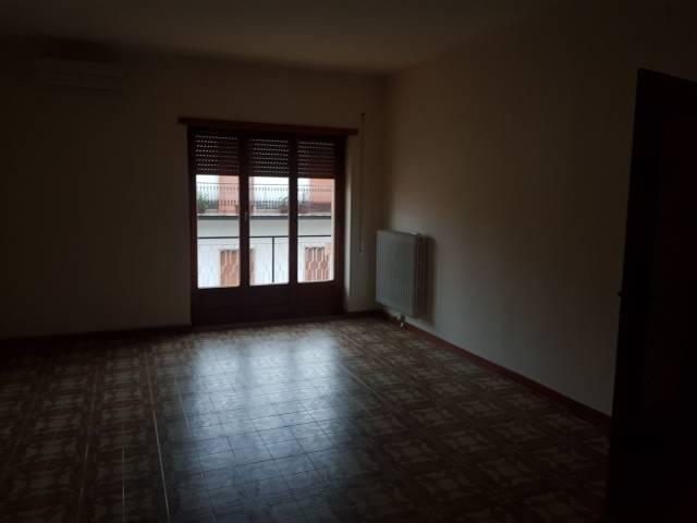 Appartamento in buone condizioni in affitto Rif. 7241430