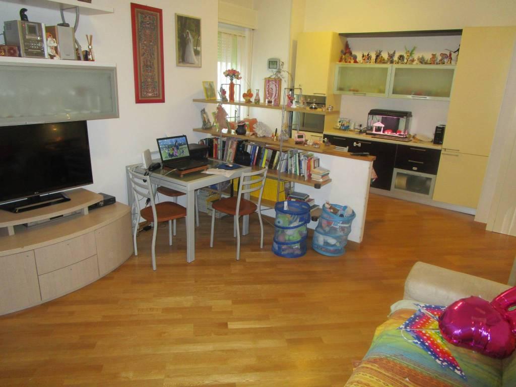 Appartamento in ottime condizioni in vendita Rif. 9149905