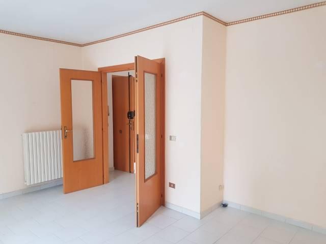 Appartamento in buone condizioni in affitto Rif. 7241433