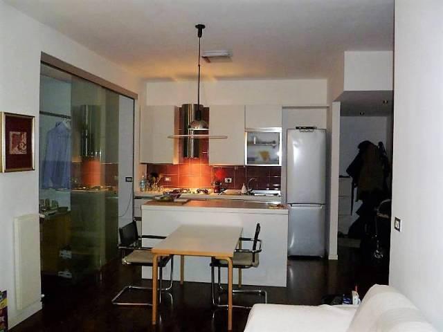 Appartamento in buone condizioni arredato in affitto Rif. 7241881