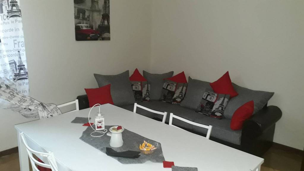 Appartamento in buone condizioni arredato in affitto Rif. 7241435