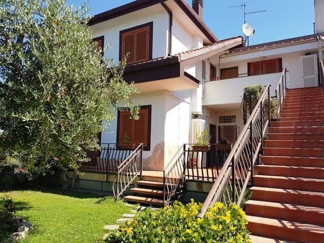 Appartamento in buone condizioni arredato in affitto Rif. 7244819