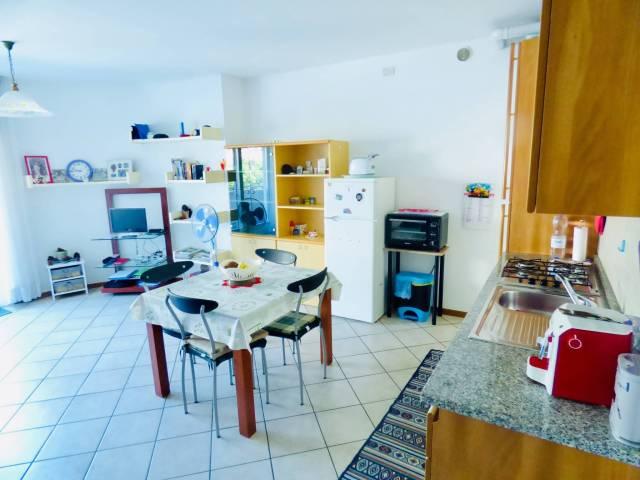 Appartamento in ottime condizioni arredato in vendita Rif. 7243022