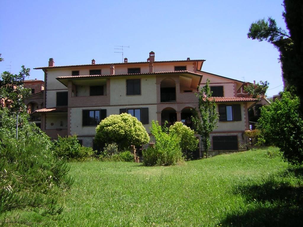 Appartamento in buone condizioni arredato in vendita Rif. 7245579