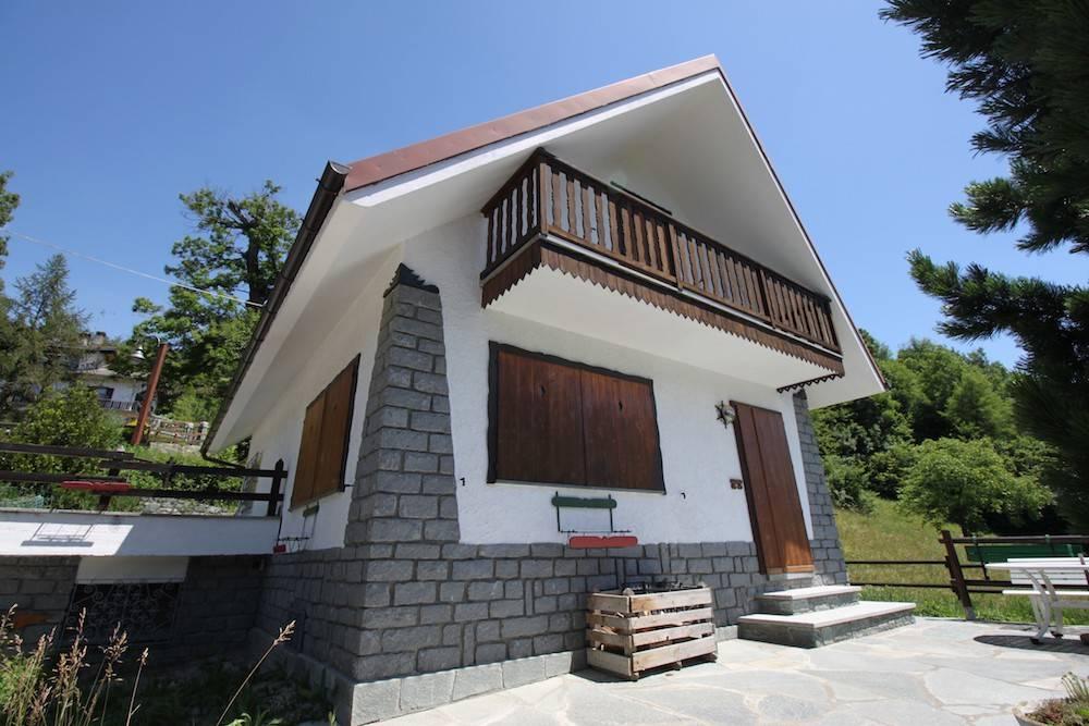 Villa in vendita a Emarese, 5 locali, prezzo € 350.000 | CambioCasa.it