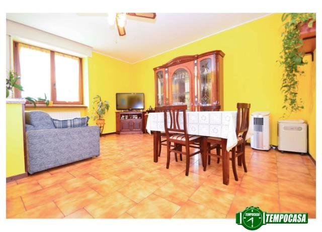 Appartamento in buone condizioni arredato in vendita Rif. 7241070