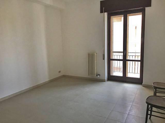 Appartamento in buone condizioni in affitto Rif. 7172598