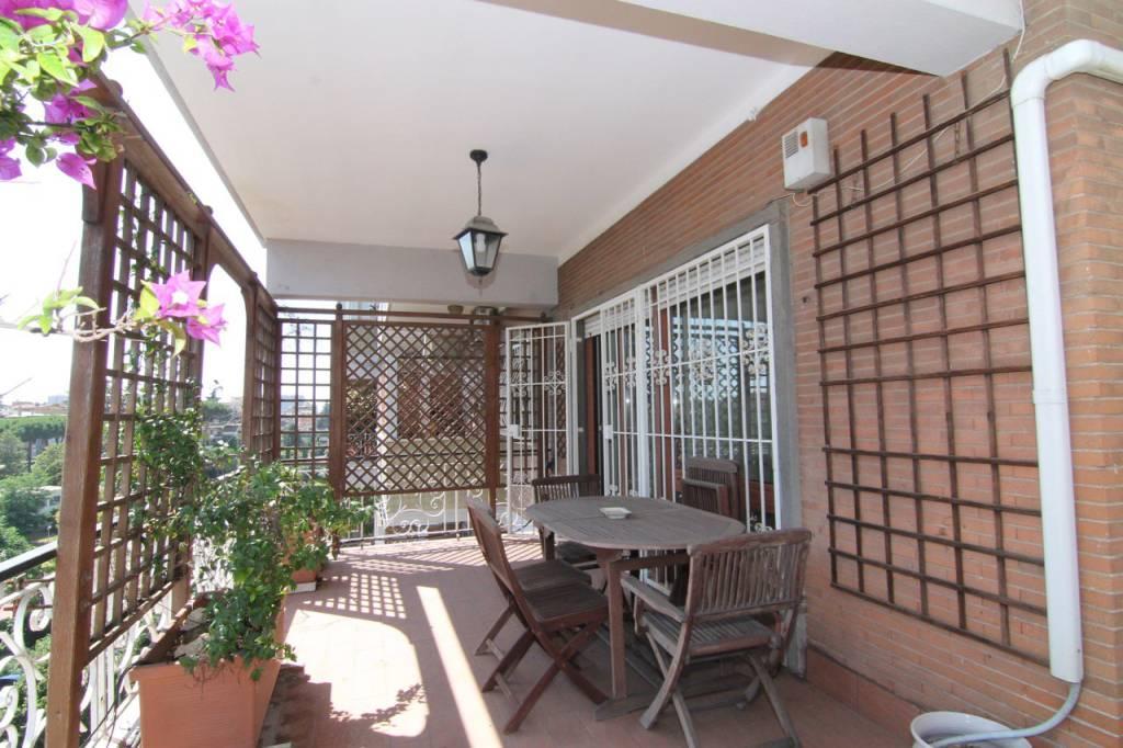 Appartamento in vendita a Roma, 5 locali, zona Zona: 22 . Eur - Torrino - Spinaceto, prezzo € 795.000 | CambioCasa.it