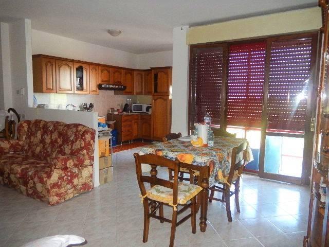 Appartamento in buone condizioni in vendita Rif. 7251979