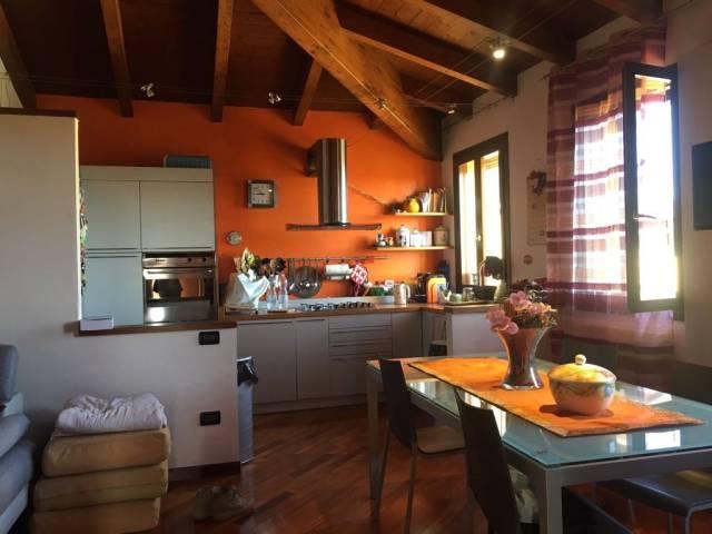 Appartamento in ottime condizioni arredato in vendita Rif. 7251771