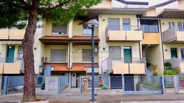 Appartamento in Vendita a Cesenatico Centro: 4 locali, 88 mq