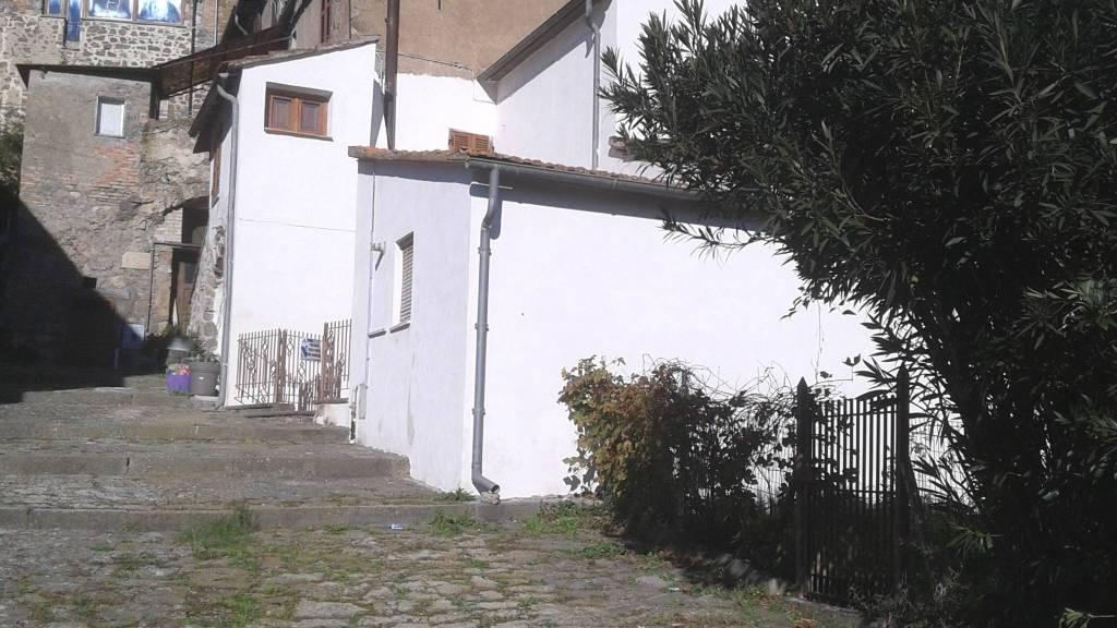 Appartamento in buone condizioni in vendita Rif. 7421714