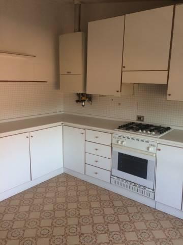 Appartamento in buone condizioni parzialmente arredato in affitto Rif. 7271505