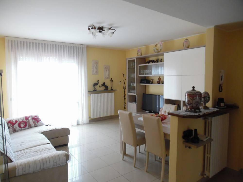 Appartamento in ottime condizioni in vendita Rif. 7251940