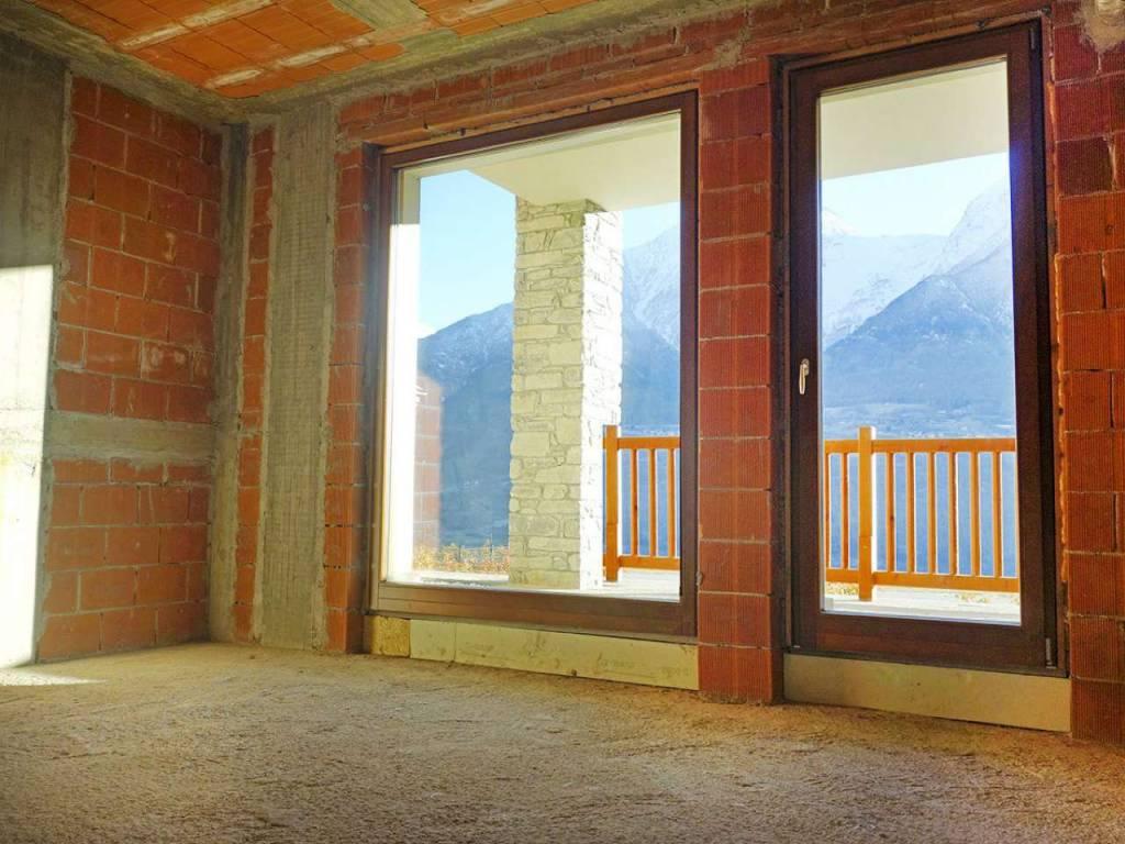 Villair di Quart, soleggiato bilocale con porticato e posto auto