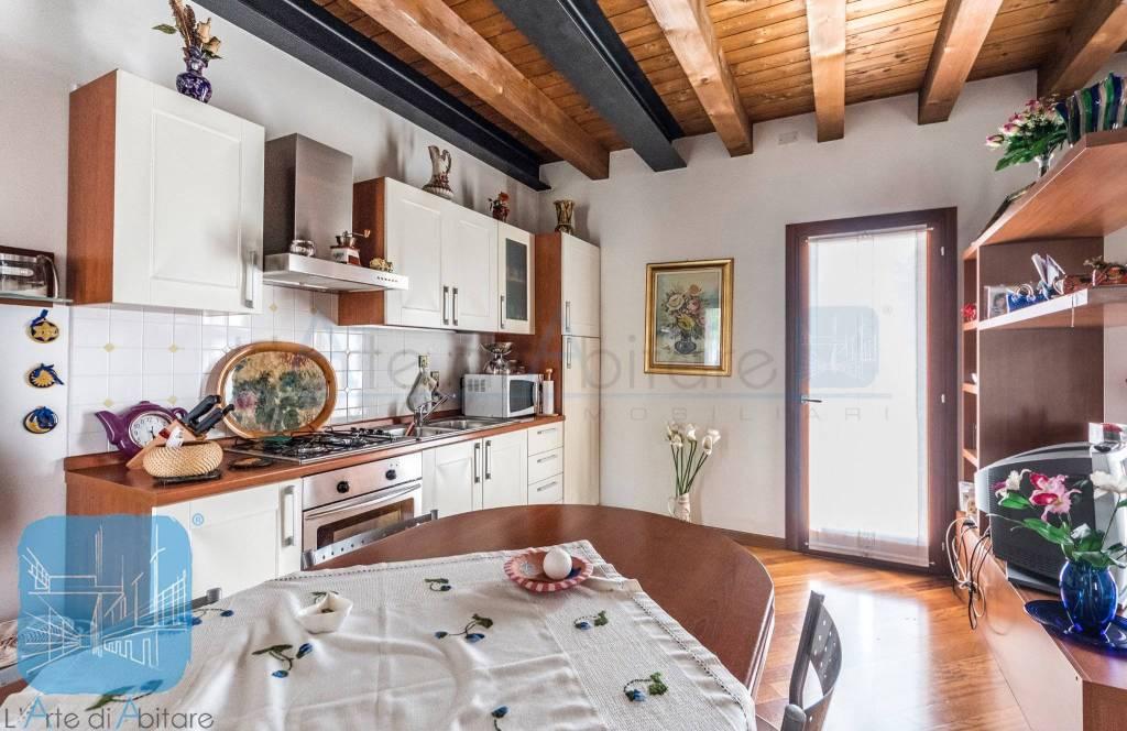 Appartamento in ottime condizioni arredato in vendita Rif. 7257649