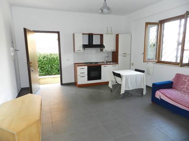 Appartamento in ottime condizioni arredato in affitto Rif. 7251839