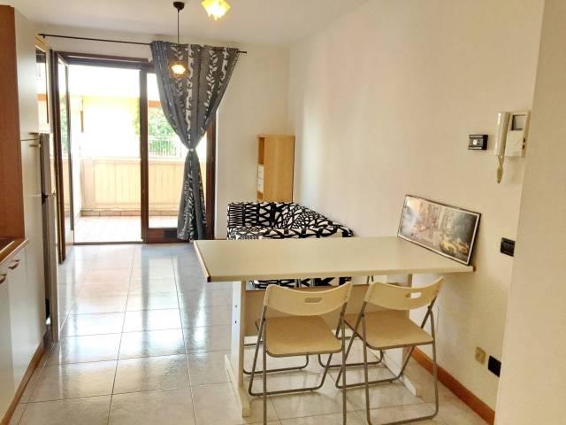 Appartamento in buone condizioni arredato in vendita Rif. 7252336