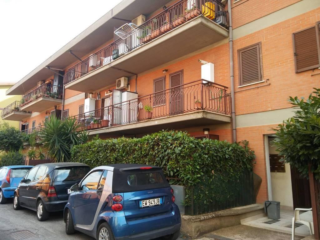 Appartamento in buone condizioni arredato in vendita Rif. 8107696