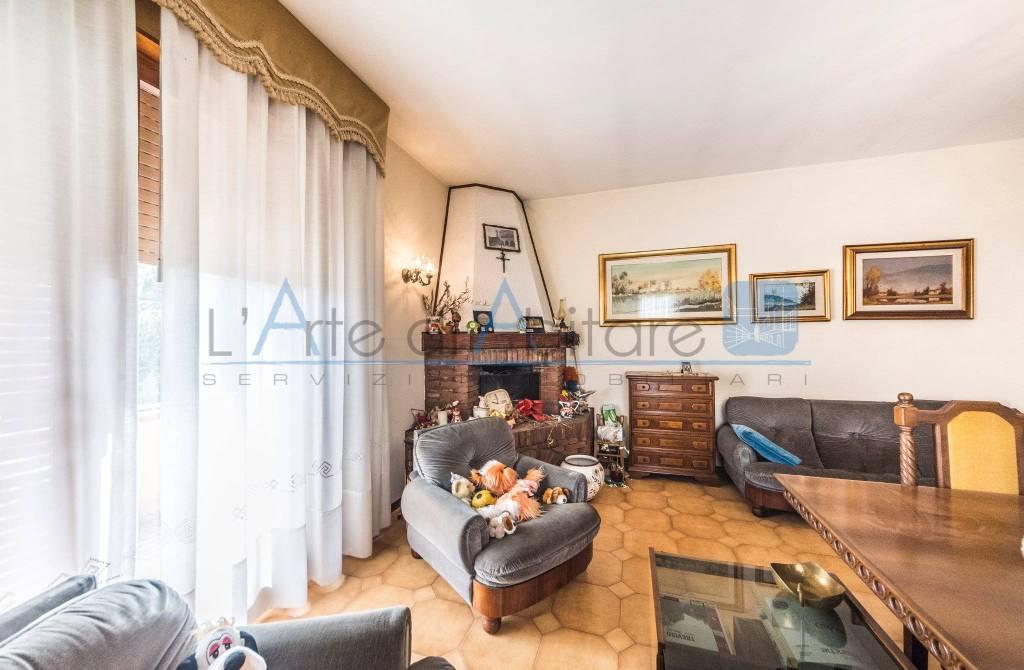 Appartamento in buone condizioni arredato in vendita Rif. 7271659