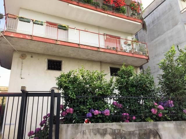 Appartamento in buone condizioni arredato in vendita Rif. 7267135