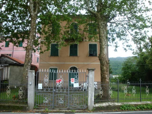 Vendiamo mq 75 ingresso indipendente e giardino Torriglia