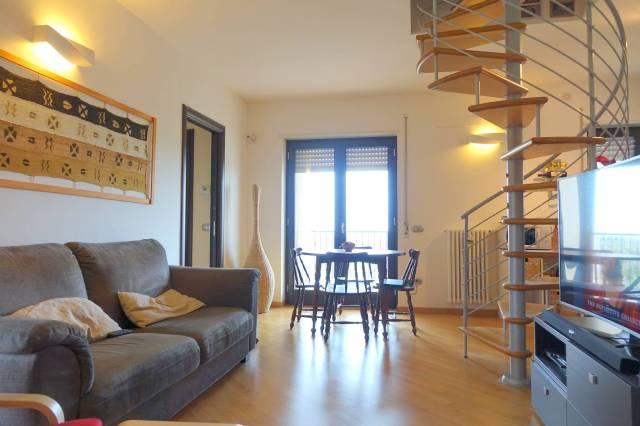 Appartamento in ottime condizioni in vendita Rif. 7268255