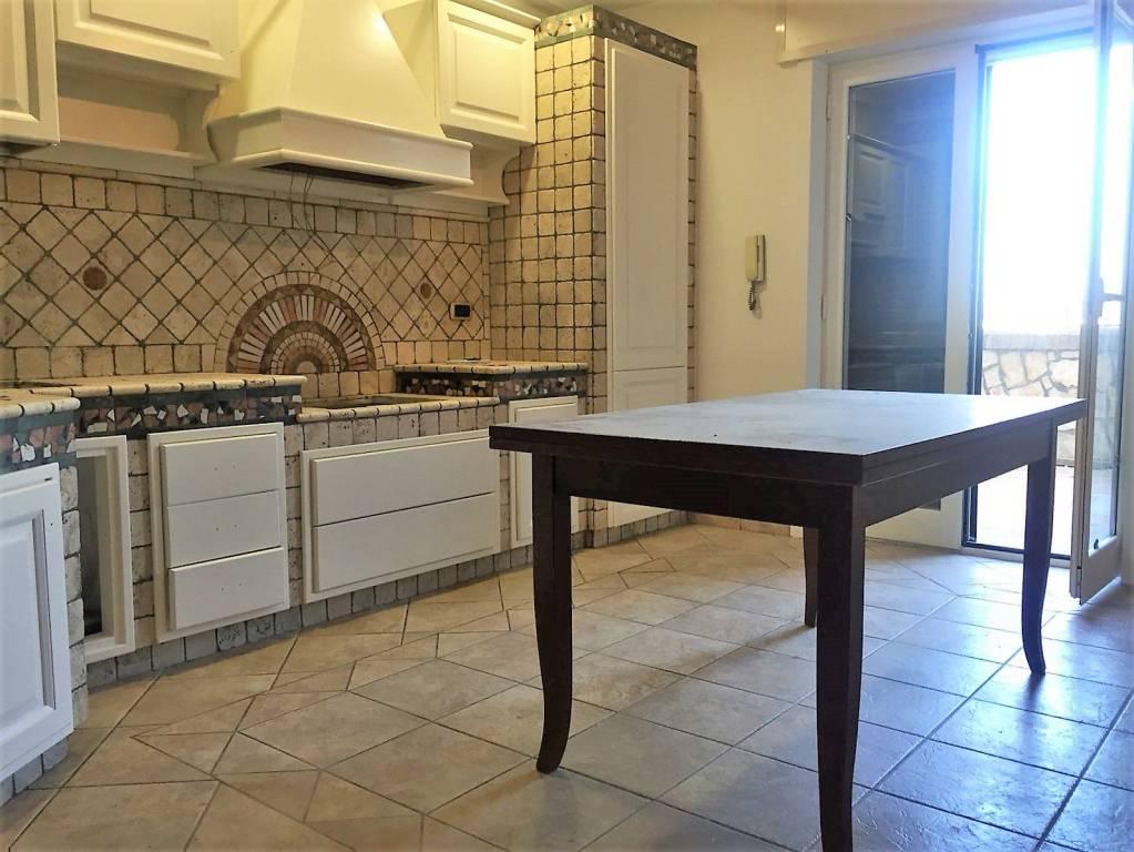 Appartamento in ottime condizioni parzialmente arredato in affitto Rif. 7267136