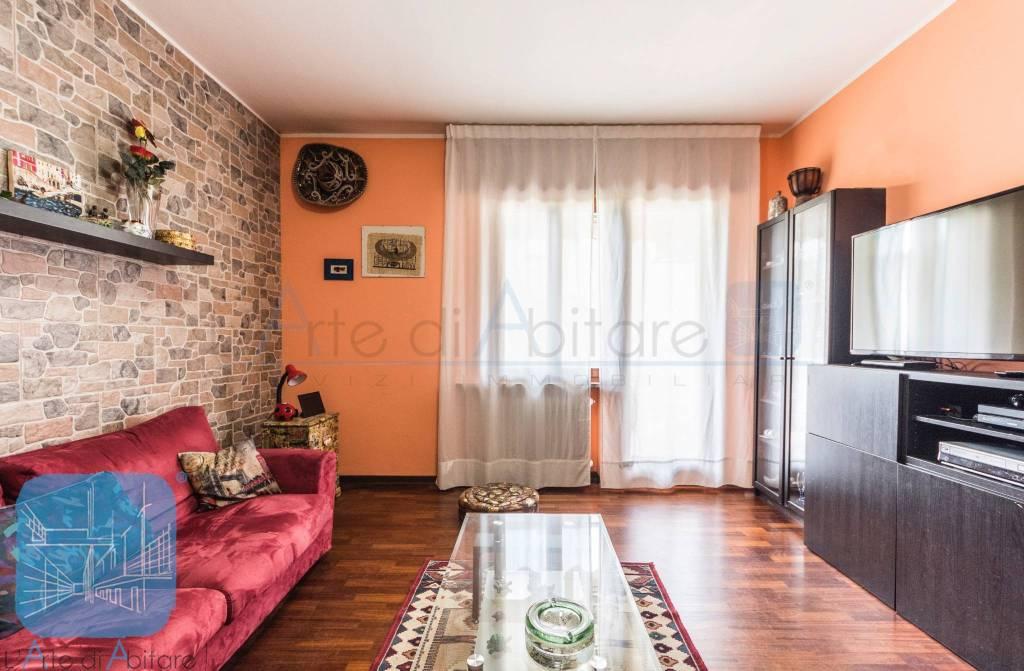 Appartamento in buone condizioni in vendita Rif. 7271665