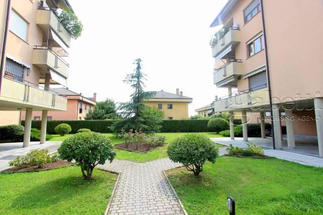 Appartamento in buone condizioni in vendita Rif. 7267106