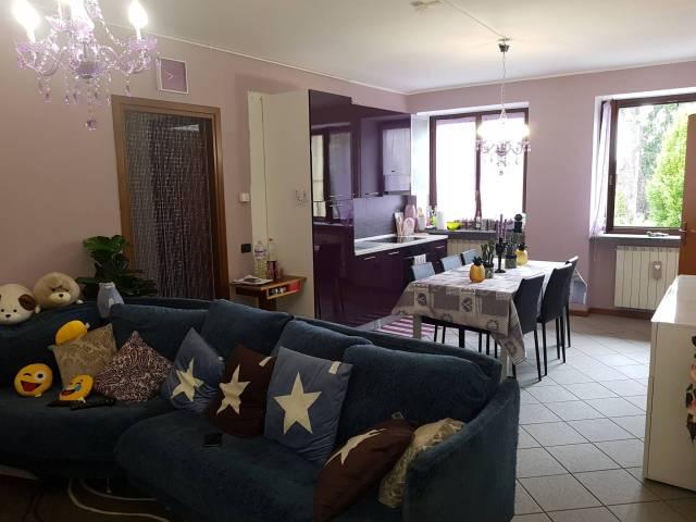 Appartamento in buone condizioni parzialmente arredato in vendita Rif. 7269180