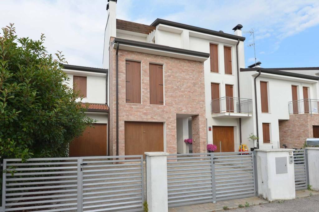 Vigarano Pieve, appartamento 2 letto e garage