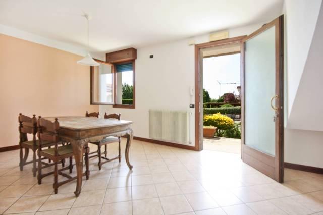 Appartamento in buone condizioni parzialmente arredato in vendita Rif. 6681423