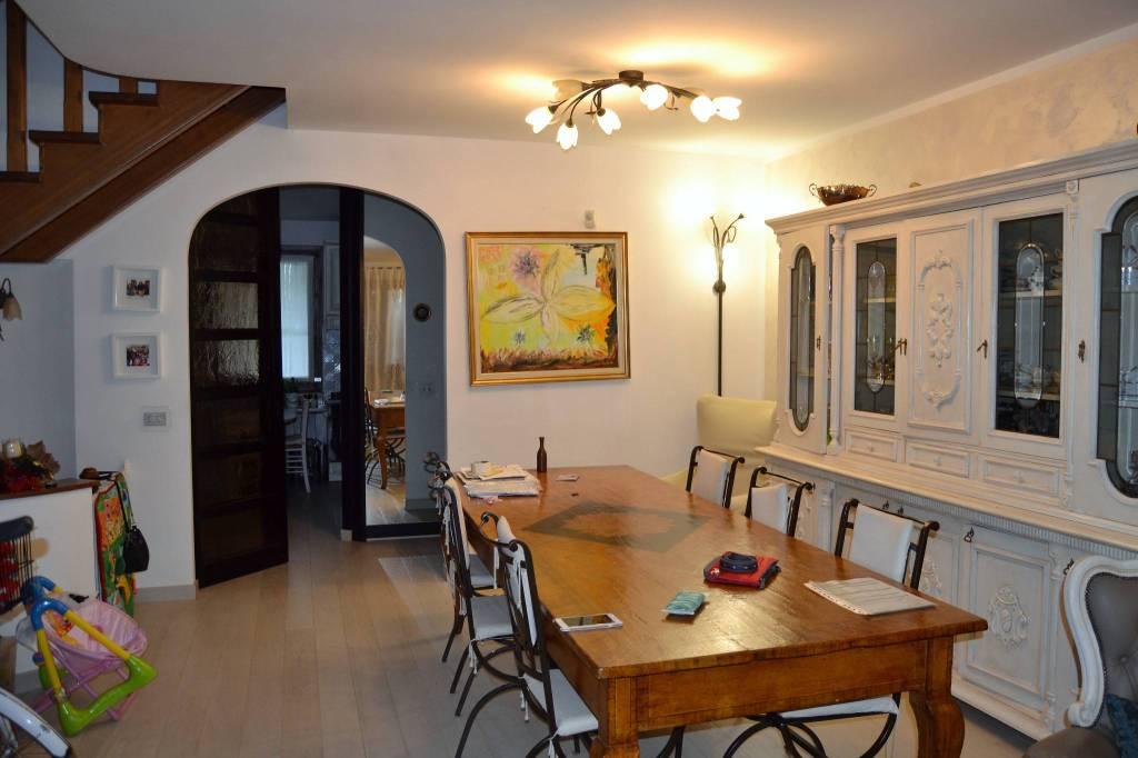 Villetta a schiera in buone condizioni in vendita Rif. 7760965