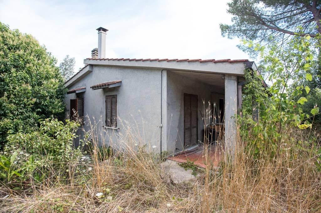 Rustico / Casale da ristrutturare in vendita Rif. 8061748