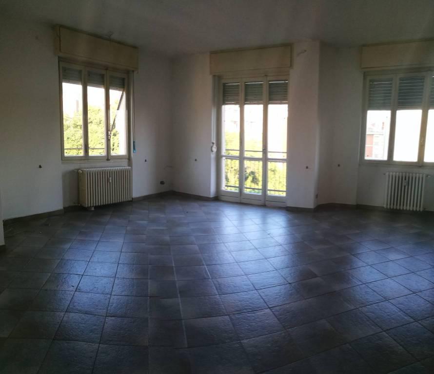 Foto 1 di Appartamento via Camillo Benso di Cavour, Asti