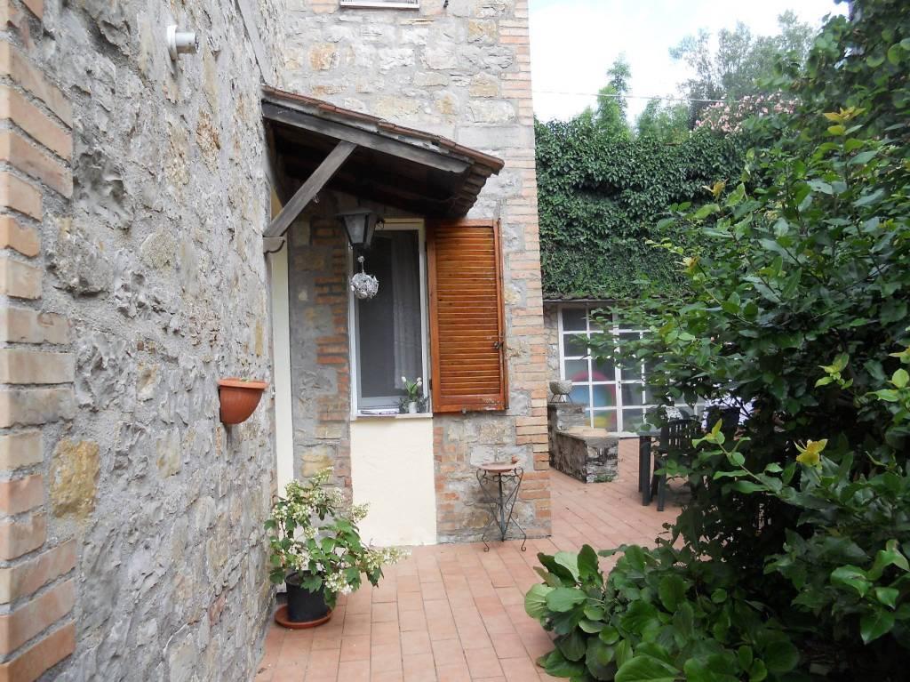 Appartamento in buone condizioni arredato in affitto Rif. 9148880