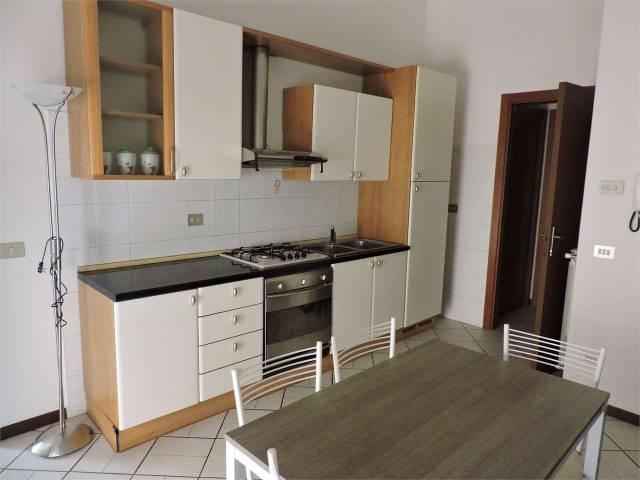 Appartamento in buone condizioni arredato in affitto Rif. 7296887