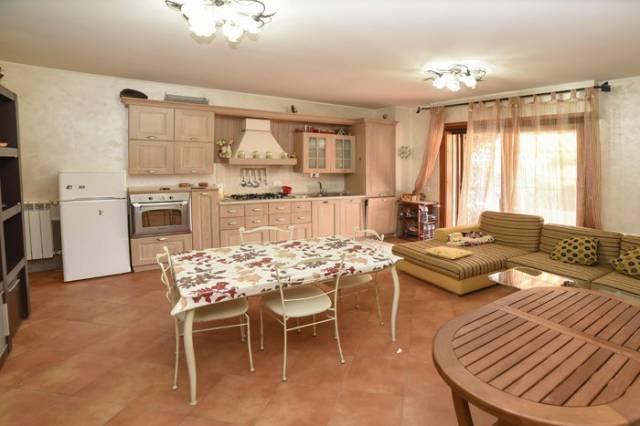 Appartamento in ottime condizioni parzialmente arredato in vendita Rif. 7297333