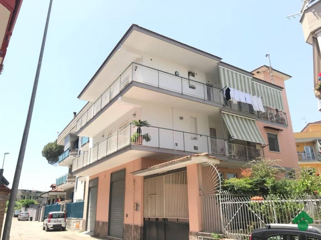 Appartamento in buone condizioni in vendita Rif. 9226302