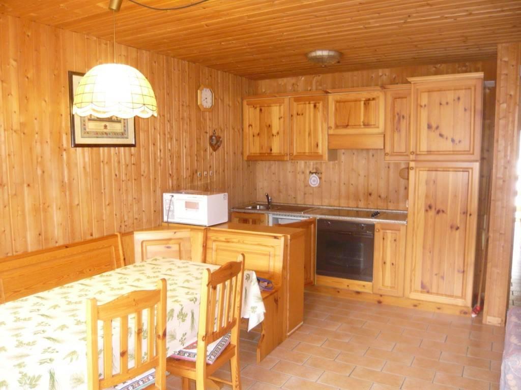 Appartamento in buone condizioni arredato in vendita Rif. 7334246