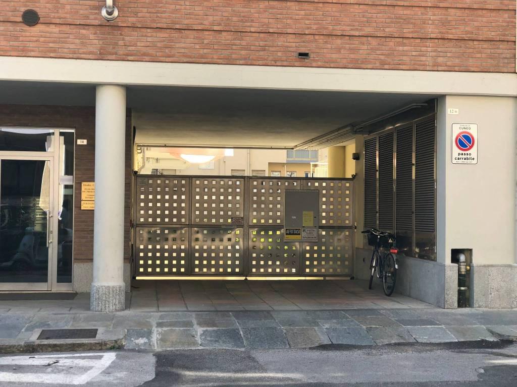 Foto 1 di Box / Garage via Massimo D'Azeglio 13, Cuneo