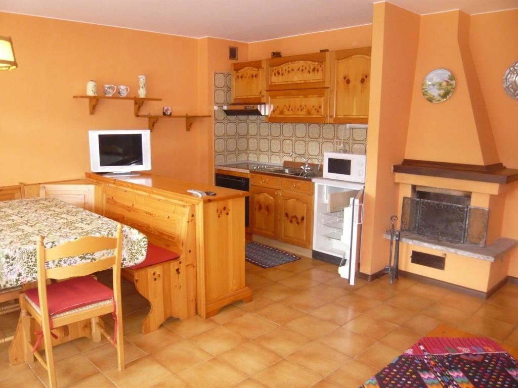 Appartamento in buone condizioni arredato in vendita Rif. 7359983