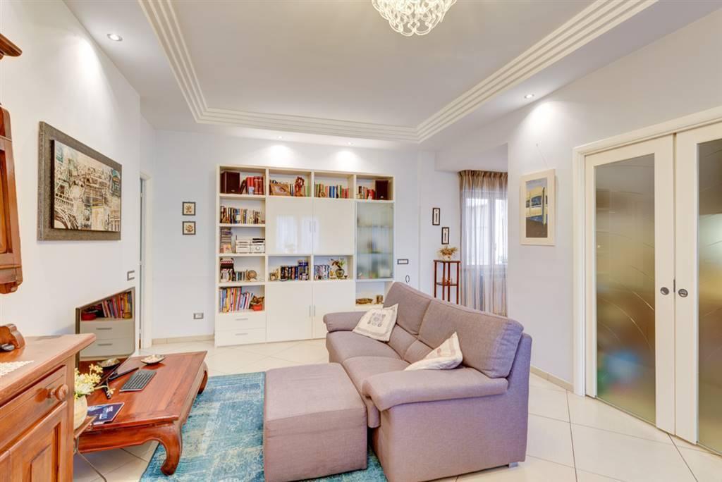 Appartamento in ottime condizioni in vendita Rif. 7296930