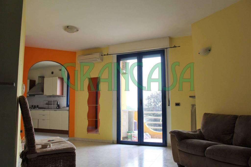 Appartamento in buone condizioni parzialmente arredato in vendita Rif. 7266111