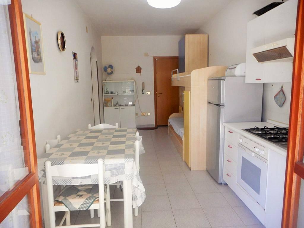 Appartamento in buone condizioni arredato in vendita Rif. 7295518