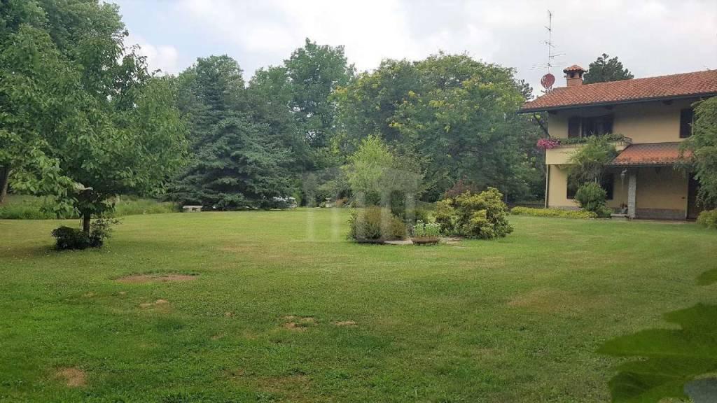 Villa in vendita a Gallarate, 5 locali, prezzo € 790.000 | CambioCasa.it