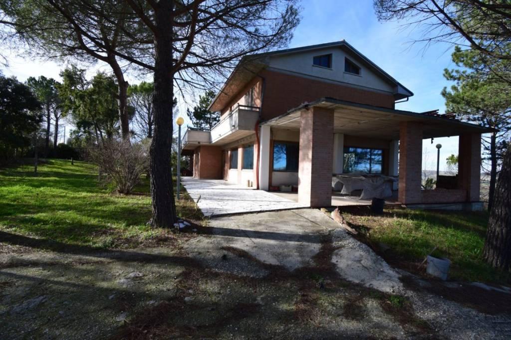 Villa in posizione panoramica con garage