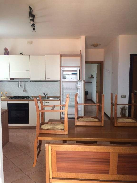 Appartamento in buone condizioni arredato in affitto Rif. 8204915